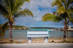 Banco na praia Fotos de Stock