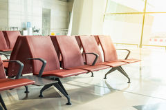 Banco no terminal do aeroporto Terminal de aeroporto vazio Imagem de Stock Royalty Free