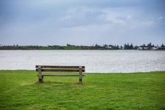 Banco pacífico del lago imagenes de archivo