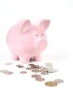 Banco Piggy cor-de-rosa com moedas Foto de Stock Royalty Free