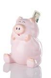 Banco Piggy cor-de-rosa que senta-se acima com vinte dólares Bill Imagens de Stock