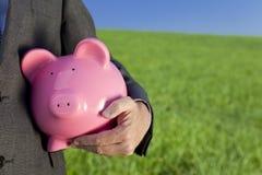 Banco Piggy da cor-de-rosa verde do investimento Fotografia de Stock