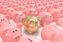 Banco piggy do ouro que está para fora de outro Fotos de Stock