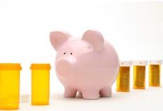 Banco Piggy e frasco do comprimido isolado no branco Imagem de Stock Royalty Free