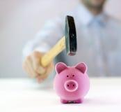 Banco Piggy e martelo Imagem de Stock