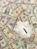 Banco Piggy em contas de dólar Imagem de Stock