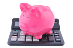 Banco Piggy em uma calculadora Fotos de Stock Royalty Free