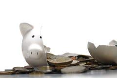 Banco Piggy quebrado (no branco) Imagem de Stock