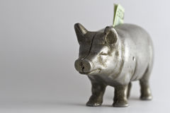 Banco Piggy velho com 20 Imagens de Stock Royalty Free