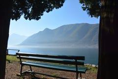 Banco por el lago Foto de archivo libre de regalías
