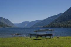Banco por el lago Imagen de archivo libre de regalías