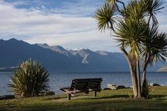 Banco Seat con la vista del lago Immagine Stock Libera da Diritti