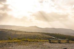 Banco sopra la montagna Fotografia Stock Libera da Diritti