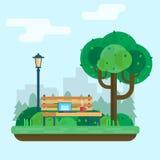Banco sotto un albero nel parco Fotografia Stock