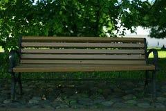 Banco in un parco di estate Fotografia Stock Libera da Diritti