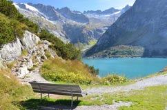 Banco vicino al lago Gelmer immagini stock