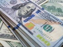Banconota americana dei dollari del primo piano Cento banconote del dollaro Fotografia Stock