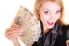 Banconota dei soldi di valuta della lucidatura della tenuta della donna di affari Immagini Stock