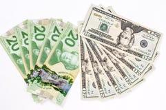 20 banconota in dollari Stati Uniti e canadese Fotografia Stock Libera da Diritti
