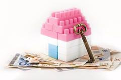 Banconote, Camera miniatura e chiave Fotografie Stock