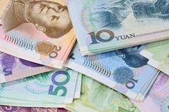 Banconote cinesi di yuan (Renminbi) per soldi e il conce di affari Fotografie Stock