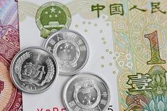 Banconote cinesi e monete Immagine Stock