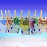 Banconote davanti alla spiaggia Fotografie Stock