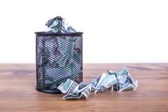 Banconote del dollaro dentro il recipiente dei rifiuti Immagini Stock Libere da Diritti