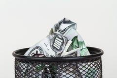 Banconote del dollaro dentro il recipiente dei rifiuti Fotografia Stock