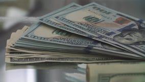 Banconote del dollaro sulla polvere della cocaina video d archivio