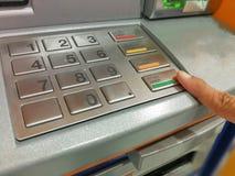 Banconote di baht tailandese di Ottenere un automatico Immagine Stock Libera da Diritti