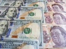 banconote in dollari americane e banconote messicane, fondo e struttura Fotografia Stock