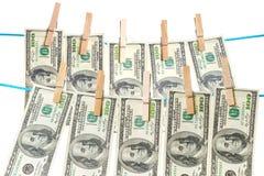 Banconote in dollari che si asciugano su una corda Immagini Stock