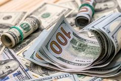 100 banconote in dollari come fondo Fotografia Stock Libera da Diritti