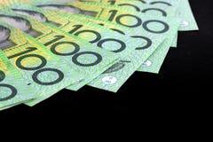Banconote in dollari dell'australiano cento sopra il nero Fotografia Stock