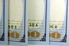 Banconote in dollari di valuta cento degli Stati Uniti Immagini Stock Libere da Diritti