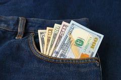 Banconote in dollari nella tasca dei jeans Fotografia Stock Libera da Diritti