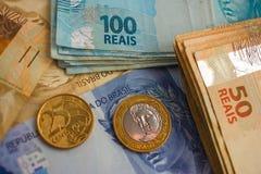 Banconote e monete del Brasile Fotografia Stock