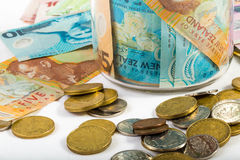 Banconote e monete nella valuta della Nuova Zelanda Fotografia Stock Libera da Diritti