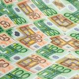 Banconote 50 e primo piano dell'euro 100 come fondo Immagini Stock Libere da Diritti
