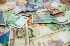 Banconote internazionali da questo mondo immagine stock
