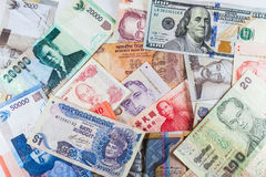 Banconote multiple di valute come fondo variopinto Fotografie Stock Libere da Diritti