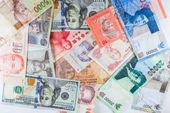 Banconote multiple di valute come fondo variopinto Immagini Stock Libere da Diritti