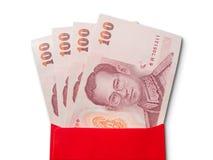 Banconote tailandesi in busta rossa Fotografia Stock