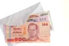 Banconote tailandesi in una busta Fotografie Stock Libere da Diritti