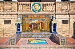 Bancos de cerámica famosos en Plaza de Espana, Sevilla, España. Imágenes de archivo libres de regalías