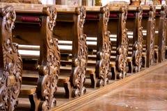 Bancos de la iglesia fotos de archivo libres de regalías