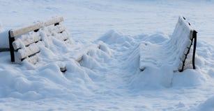 Bancos del invierno imagenes de archivo
