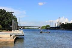 Bancos do cenário do rio Foto de Stock Royalty Free