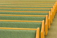Bancos vazios da igreja Imagem de Stock Royalty Free